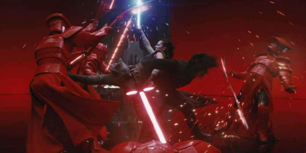 Star-Wars-The-Last-Jedi-Rey-and-Kylo-Snoke-Throne-Room-battle-photo-Disney-Lucasfilm